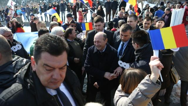 Traian Băsescu cere Parlamentelor României şi R.Moldova să voteze unirea celor două țări