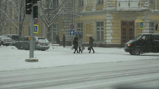 FOTO | Chișinăul, sub zăpadă