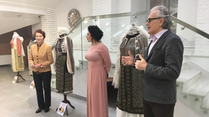 Maluri de Prut | Expoziție de costume populare românești inedite, la Muzeul Național de Artă (FOTO)