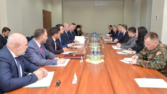 Eugen Sturza, la întrevederea cu deputații de la București: România este un exemplu în profesionalizarea armatei