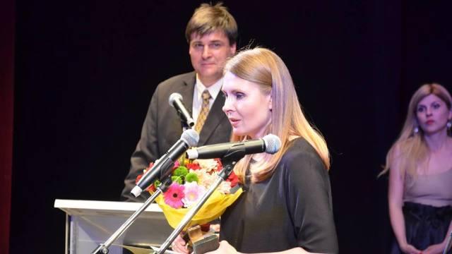 """Observator cultural: Tatiana Țîbuleac, câștigătoare la proză cu romanul  """"Vara în care mama a avut ochii verzi"""""""