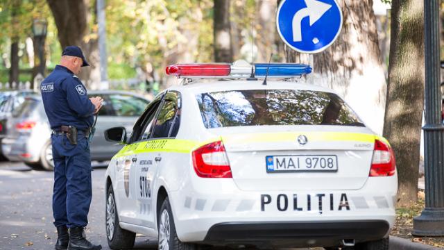 VIDEO   Polițiști de patrulare, reținuți. Unul dintre ei vorbea licențios și amenința șoferul pentru a-i da mită
