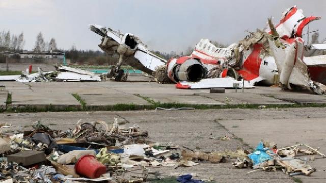 Polonia anunţă cauza oficială a decesului pasagerilor din avionul prezidenţial prăbuşit la Smolensk
