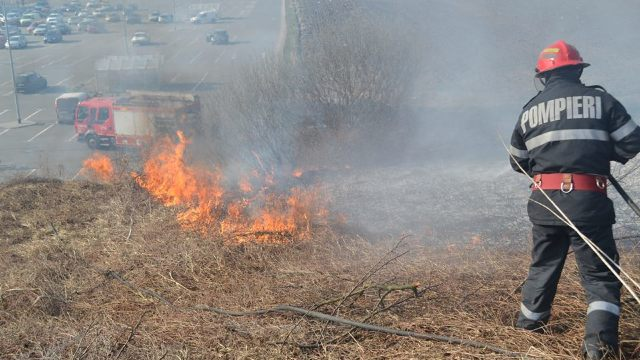 Pompierii au avut de stins peste 70 hectare de teren în ultimele 24 de ore