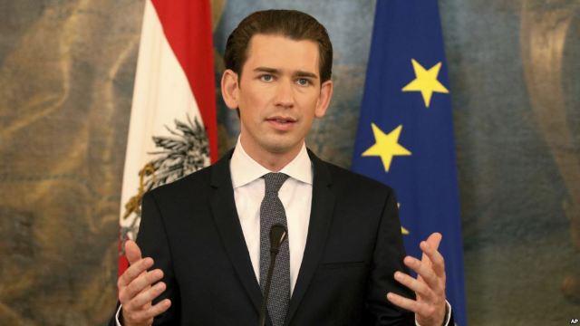 Guvernul austriac intenţionează să interzică vălul la fete