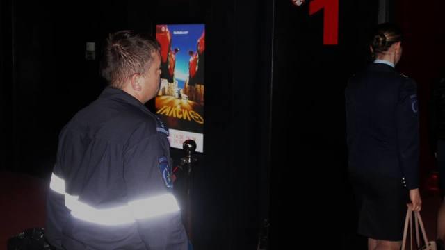 Pompieri și salvatori la un cinematograf din țară. Tehnici simple de urmat în cazuri de incendii