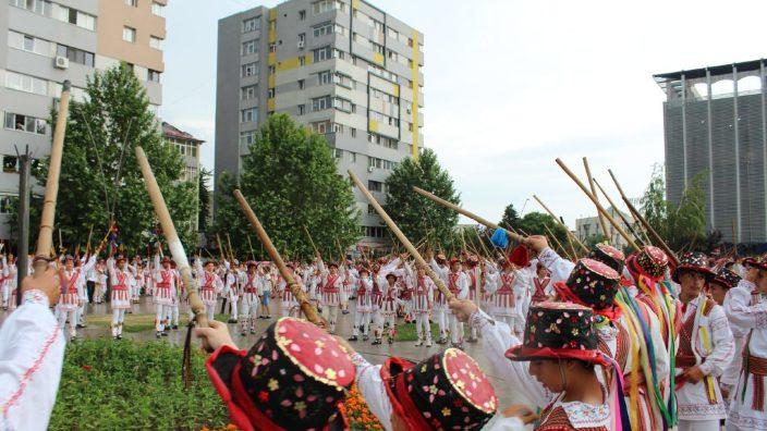 Ediţie a festivalului de căluş pentru copii, dedicată Centenarului, la Slatina