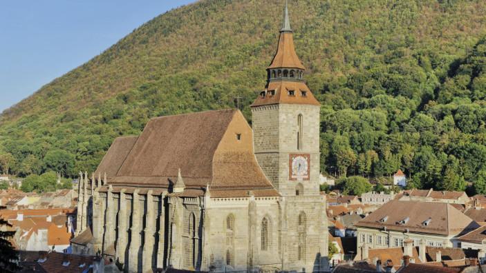 DOCUMENTAR   Biserica Neagră din Braşov, cel mai mare lăcaş de cult în stil gotic din sud-estul Europei
