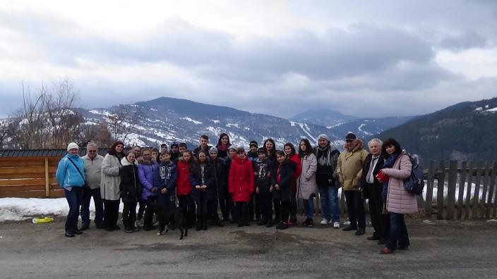 FOTO / VIDEO | Au mers să-și viziteze Țara. Elevi din stânga Nistrului și Chișinău la casa lui Ion Creangă