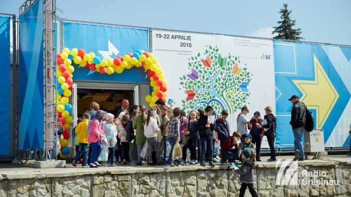 FOTO   Salonului Internațional de Carte pentru Copii și Tineret vă așteaptă. Duminică - ultima zi