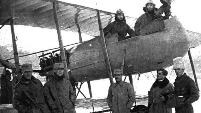 Aviatorul Vasile Niculescu, care a zburat cu documentele Marii Uniri, cetățean de onoare al județului Suceava