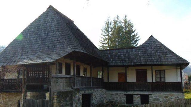 """DOCUMENTAR   Muzeul Satului """"Dimitrie Gusti"""" – paradisul autentic românesc, cea mai vizitată atracţie turistică din Bucureşti"""