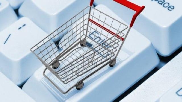 Avantajele comerţului online. Consumatorii economisesc timp şi au o diversitate mai mare de produse