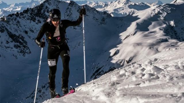 Doi şerpaşi nepalezi au bătut recordurile masculin şi feminin de ascensiuni pe Everest