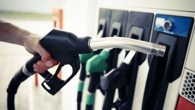 Benzina și motorina se scumpesc