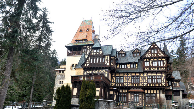 DOCUMENTAR | Castelul Pelişor – casa visurilor Reginei Maria. Singurul castel în stil Art Nouveau din România