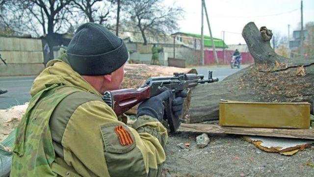 Atac al rebelilor proruşi asupra unei şcoli din Donbas