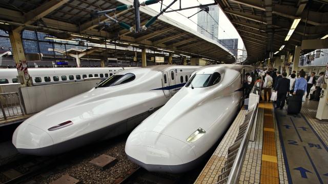 O companie feroviară din Japonia și-au cerut scuze pentru faptul că trenul a plecat cu 25 secunde mai devreme