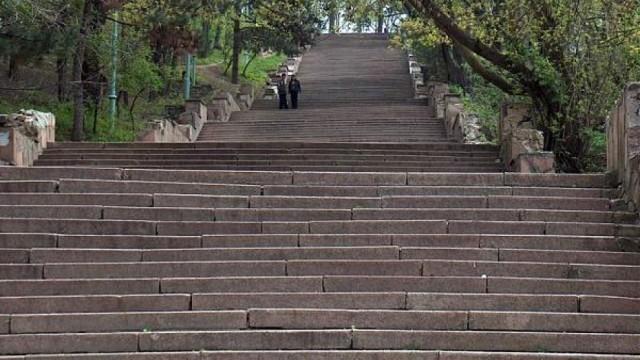 """Autoritățile de la București oferă circa 19 milioane de lei pentru reconstrucția scărilor parcului """"Valea Morilor"""""""