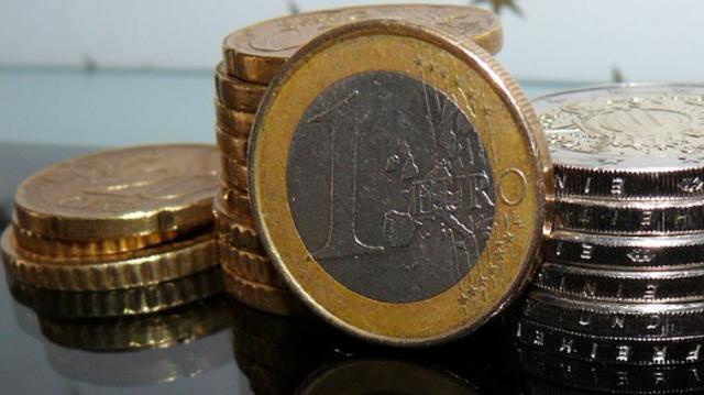 Eurobarometru | Sprijinul pentru uniunea economică şi monetară şi pentru moneda euro atinge un nou nivel record ridicat