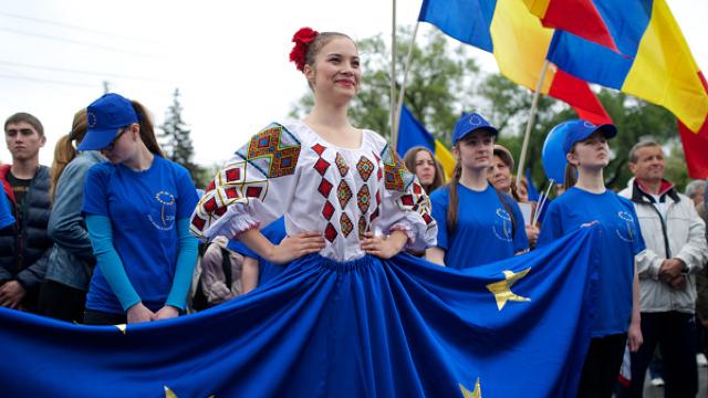Evenimentul Zilei: Copiii noștri nu mai sunt legați de Rusia și de realitățile rusești,  sovietice (Revista presei)