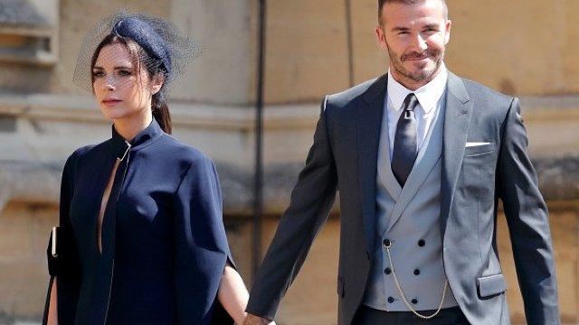 David şi Victoria Beckham îşi donează ţinutele purtate la nunta regală în scop umanitar (FOTO)