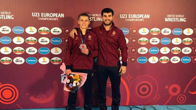 Vitalie Bunici a devenit vicecampion la Campionatului European Under 23 de lupte