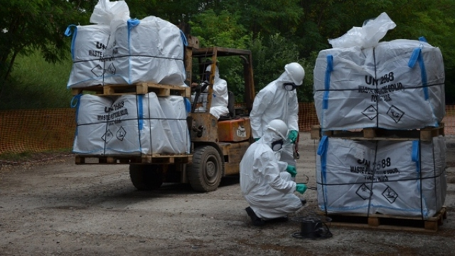 FOTO | 31 de tone de pesticide și substanțe chimice periculoase au fost evacuate din Alexăndreni, Sângerei