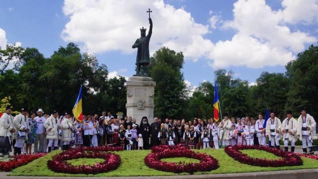 """O nouă ediţie a festivalurilor """"Ştefan cel Mare şi Sfânt"""" şi """"Cântă cucu-n Bucovina"""" va avea loc la Chişinău"""
