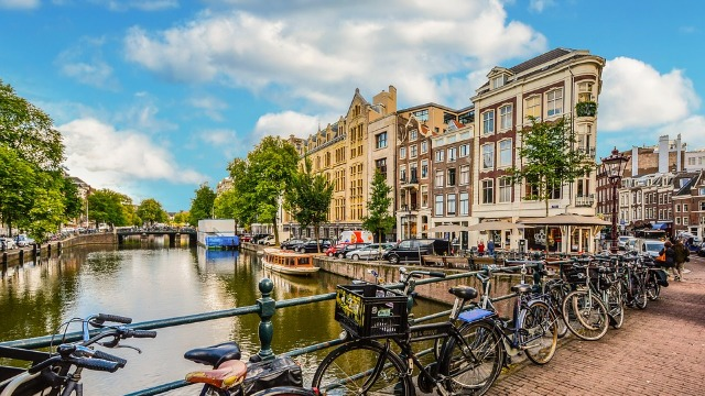 Olandezii ar putea primi bani dacă vin la muncă pe bicicletă