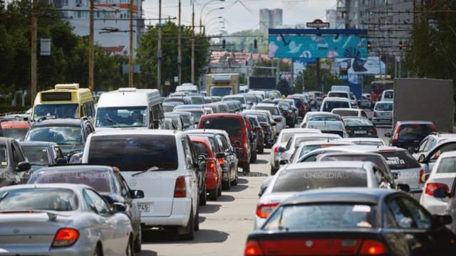 Circulație cu dificultate pe unele străzi ale Chișinăului