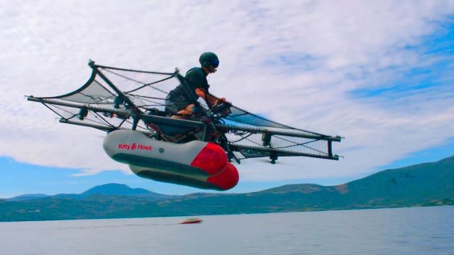 """""""Maşina zburătoare"""" a fondatorului Google, disponibilă în sistem de precomandă în Statele Unite"""