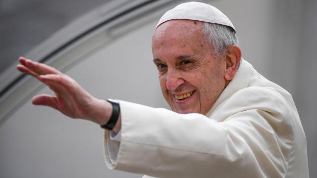 Papa Francisc pledează pentru trecerea la energii curate, în fața liderilor din industria petrolului