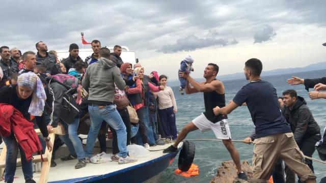ONU | Închiderea graniţelor terestre sau maritime nu-i opreşte pe traficanţii de persoane