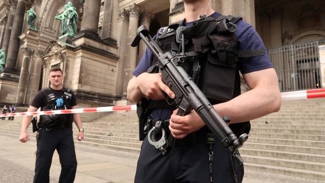 FOTO/VIDEO | Incidentul din Catedrala din Berlin nu are motivații teroriste (poliția germană)