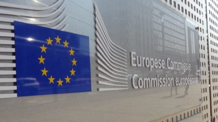 Comisia Europeană a înregistrat o iniţiativă privind cetăţenia UE