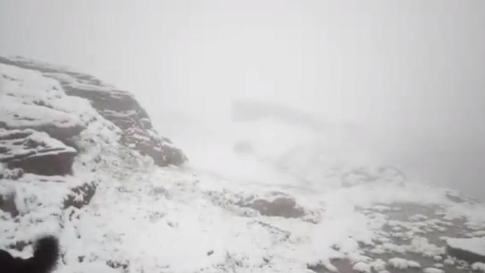 VIDEO | NINSOARE în iunie la munte, în România. În Făgăraş stratul de zăpadă a ajuns la 4 centimetri