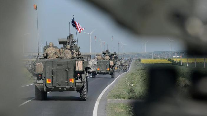 Militarii americani de la IRONHORSE vin în România cu peste 500 de vehicule blindate și echipamente