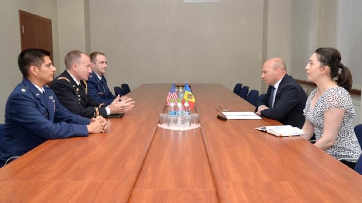 Întrevedere moldo-americană la Ministerul Apărării. A fost prezentat noul şef alBiroului decooperare militară alSUA