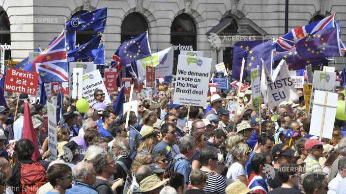 Brexit   Zeci de mii de oameni cer la Londra un al doilea referendum pentru revenirea Marii Britanii în UE