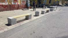 Pe strada Veronica Micle au fost amplasate mai multe bănci