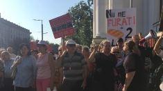 Susținătorii lui Șor cer în fața Primăriei magazine sociale cu pâine de 2 lei