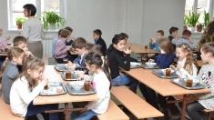 Plus 2 lei de la Guvern pentru îmbunătățirea meniului elevilor și copiilor la grădinițe