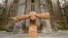 Un sculptor român expune în una din cele mai importante mânăstiri gotice