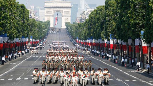VIDEO | Paradă pe Champs-Elysees, de ziua națională a Franței. Mobilizare maximă a forțelor de securitate