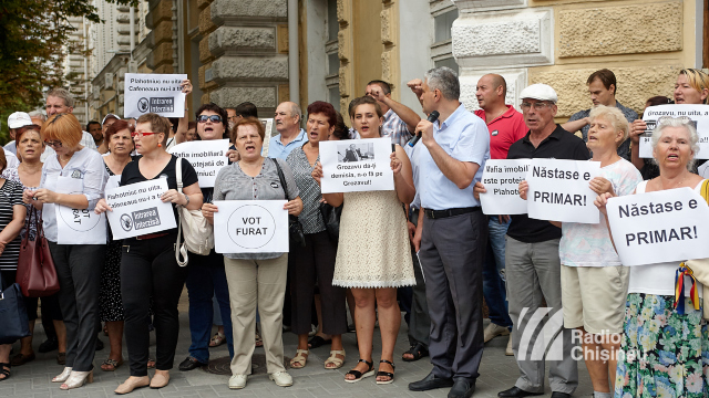 FOTO/VIDEO | Protest în fața Primăriei Chișinău