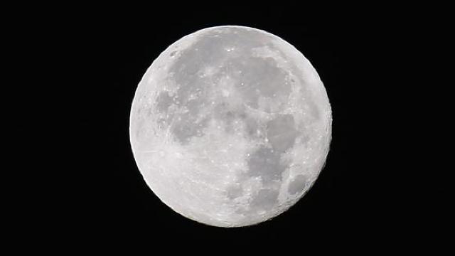 Compania spaţială a şefului Amazon vrea să trimită oameni pe Lună