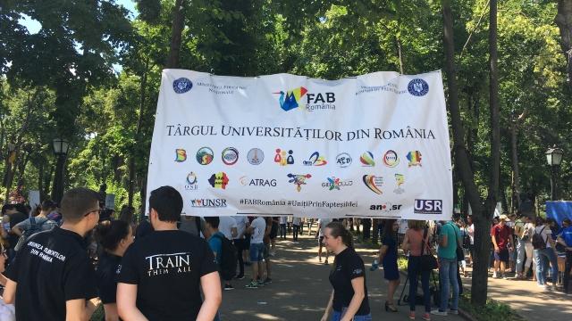 FOTO | Târgul Universităților din România se desfășoară la Chișinău
