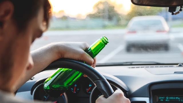 Șoferii depistați în stare de ebrietate își vor pierde permisul de conducere. Cum își vor recupera carnetul