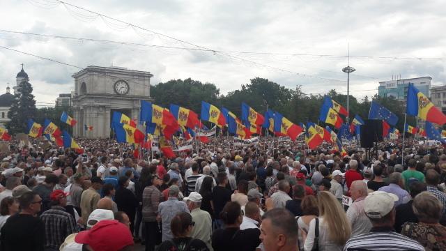 """Evenimentul Zilei: """"Ample proteste în PMAN, este un început care va mătura toată această clasă politică"""" (Revista presei)"""